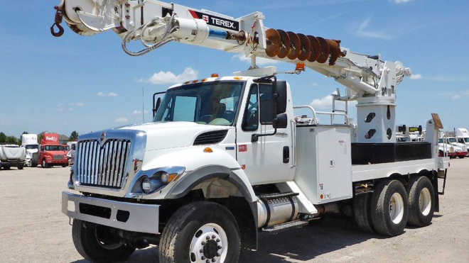 Used Bucket Trucks For Sale >> New And Used Bucket Digger Derrick Trucks For Sale Ritchie Bros
