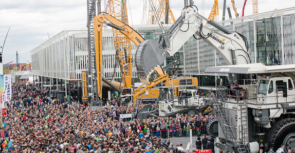Thousands of people at the Liebherr stand at bauma 2016