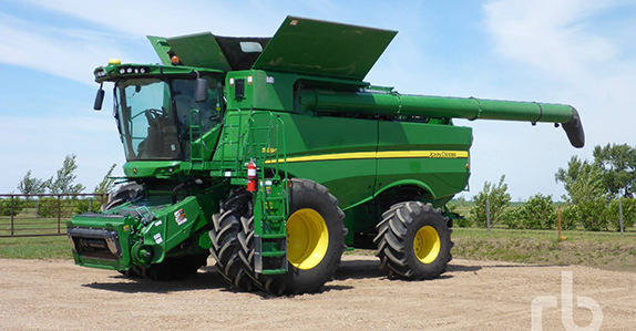 2015 John Deere S690 combine sold at a Ritchie Bros. farm equipment auction.