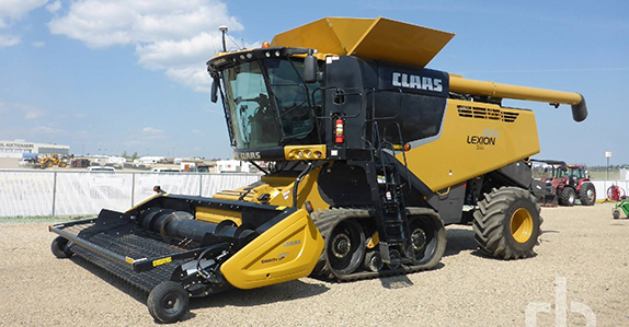 2016 CLAAS LEXION 670TT RWA combine sold at a Ritchie Bros. farm equipment auction.