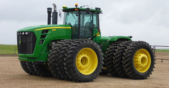 John Deere tractor sold at Ritchie Bros. farm equipment auction.