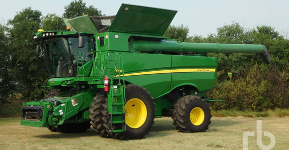 2016 John Deere S680 combine sold by Ritchie Bros. Auctioneers