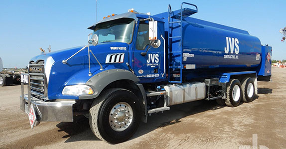 2017 Mack GU813 fuel tank truck sold at Ritchie Bros.