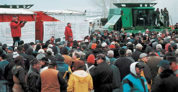 ag auction crowd
