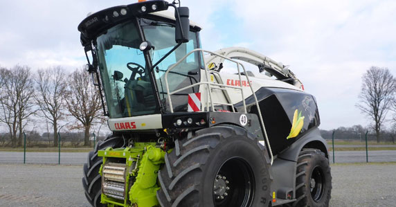 2017 CLAAS Jaguar 970 harvester sold at Ritchie Bros. auction