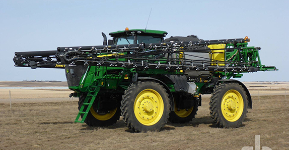 2018 John Deere R4045 132ft high clearance sprayer sold by Ritchie Bros. Auctioneers.