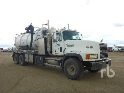 1996 MACK CL713 T/A Hydro Vac Truck Lot #552 | Ritchie Bros