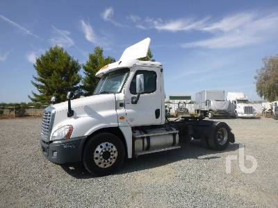 2013 FREIGHTLINER CA125DC Cascadia Day Cab Truck Tractor (S
