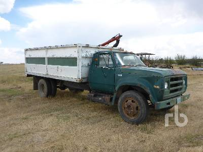 Detail photo of 1974 Dodge D500 from Construction Equipment Guide