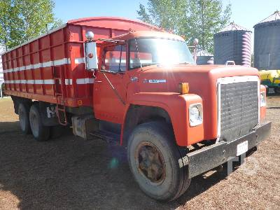 Detail photo of 1975 International 1800 from Construction Equipment Guide