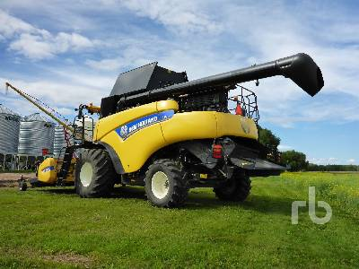 Detail photo of 2014 New Holland CR9090 from Construction Equipment Guide