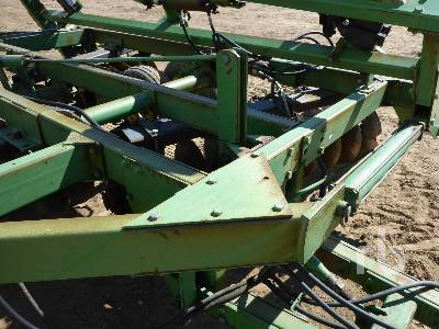 Detail photo of  John Deere T0331 from Construction Equipment Guide