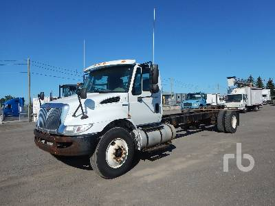 International 7400 SBA 4x2 (2004) Cab and Chassis Specs