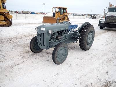 1947 FORD 2N 2WD Antique Tractor