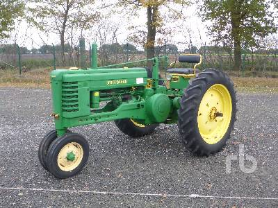 JOHN DEERE B Narrow Front Antique Tractor