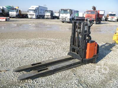 2006 BT XSWE160D 1600 Kg Electric Pallet Jack