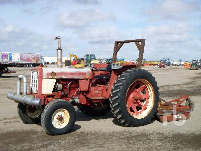 1977 INTERNATIONAL 674 2WD Utility Tractor