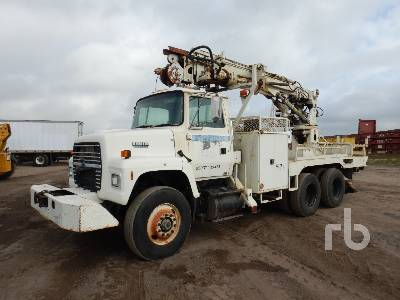 1991 FORD L8000 T/A w/Telelect Digger Derrick Truck