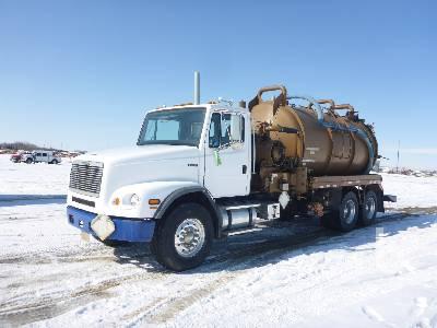 2002 FREIGHTLINER FL112 3600 Gallon T/A Vacuum Truck