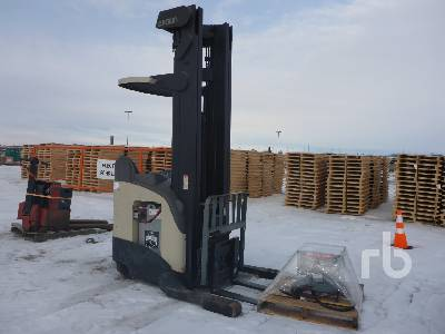 CROWN RR 5000 SERIES Electric Forklift