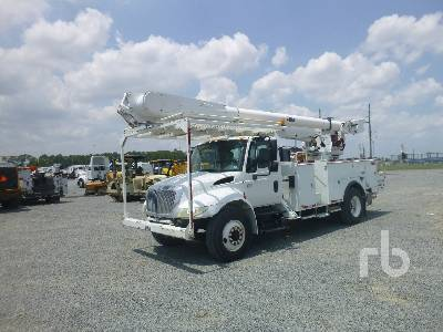 2003 INTERNATIONAL 4300 S/A w/Altec AM855 Bucket Truck