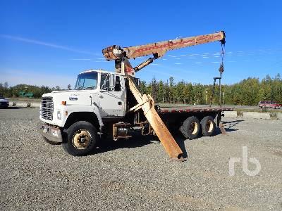 1994 FORD L8000 T/A w/JLG 1700JBT 34000 Lb Boom Truck