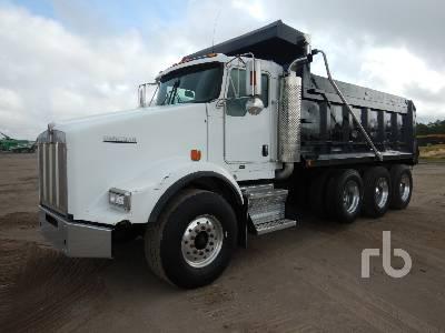 2010 KENWORTH T800 Dump Truck (Tri/A)