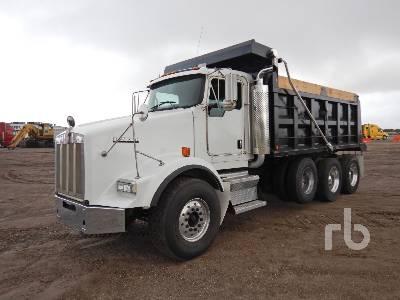 2011 KENWORTH T800 Dump Truck (Tri/A)
