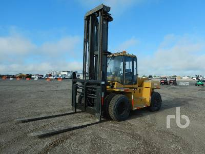 CATERPILLAR DP135 27500 Lb Forklift