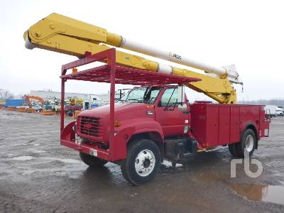 2001 GMC C7500 w/Altec AA755L Bucket Truck