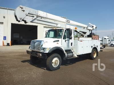 2005 INTERNATIONAL 7400 4x4 w/Hi-Ranger 5TC55 Bucket Truck