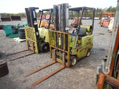 CLARK C500-30 2575 Lb Forklift