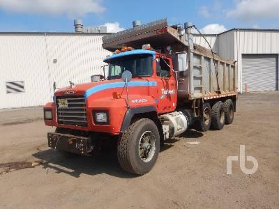 2001 MACK RD688S Dump Truck (Tri/A)