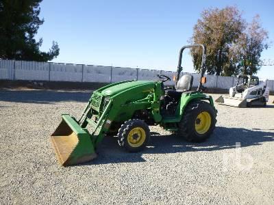 JOHN DEERE 3520 Utility Tractor