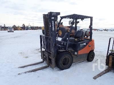 2015 DOOSAN G25E-5 Forklift