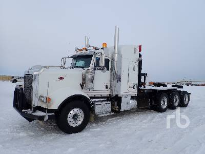 2013 PETERBILT 367 Tri Drive Sleeper Winch Tractor