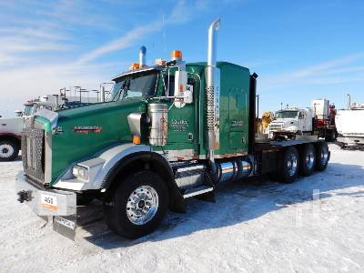 2006 KENWORTH T800B Tri Drive Sleeper Winch Tractor