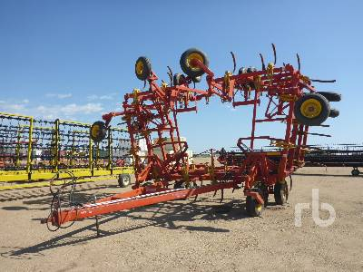 1995 BOURGAULT 9200 50 Ft Cultivator
