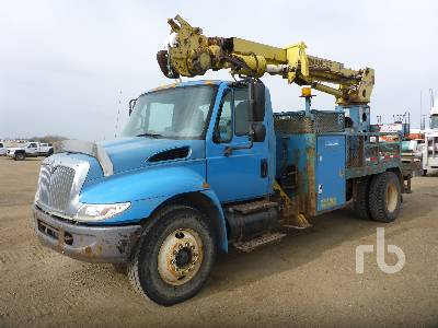 2003 INTERNATIONAL 4400 S/A w/Terex L4045 Digger Derrick Truck