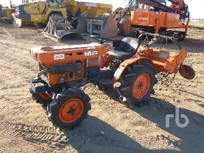 KUBOTA B7001 MFWD Garden Tractor