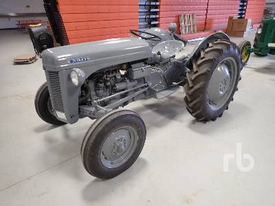 1953 HARRY FERGUSON 2WD Antique Tractor