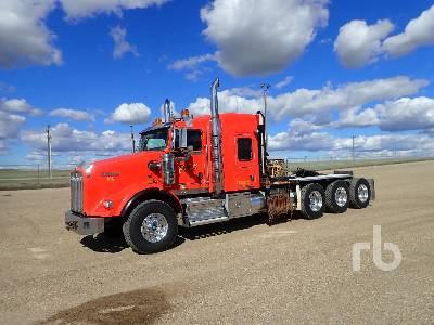 2015 KENWORTH T800 Tri Drive Sleeper Winch Tractor