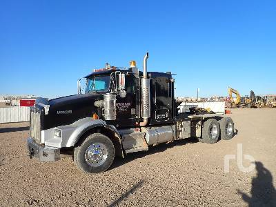1995 KENWORTH T800B T/A Sleeper Winch Tractor