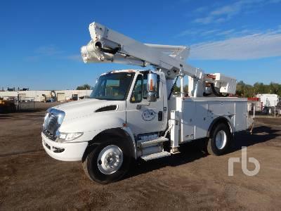 2006 INTERNATIONAL 4300 SBA S/A w/Altec TA45M Bucket Truck