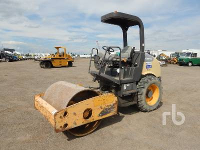 2012 VOLVO SD45D Vibratory Roller