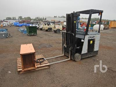 CROWN RC3020-30-S 2750 Lb Electric Forklift