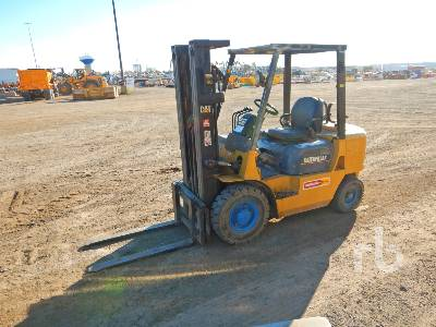 CATERPILLAR GP25K 4400 Lb Forklift