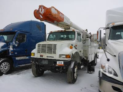 1998 INTERNATIONAL 4900 4x4 w/Altec AM855 Bucket Truck