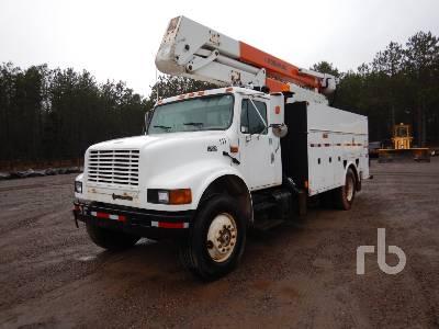 2002 INTERNATIONAL 4900 S/A w/Posi-Plus 40046A Bucket Truck