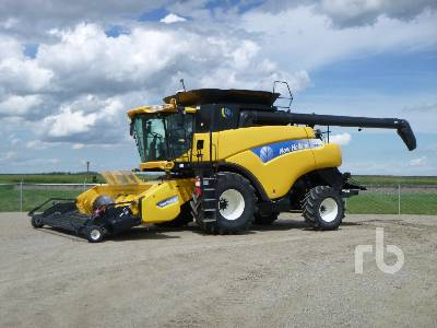 2011 NEW HOLLAND CR9070 Combine